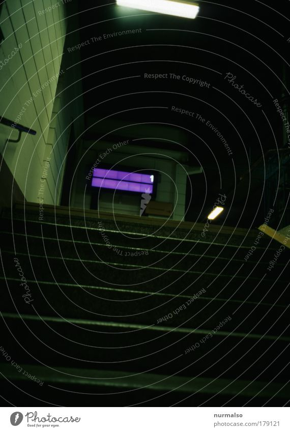 Tunnel --> Bahnsteig Farbfoto abstrakt Nacht Mitropa Ferien & Urlaub & Reisen Ausflug Ferne Freiheit Anzeige LED Display Kunst Stadt Menschenleer Bahnhof Treppe
