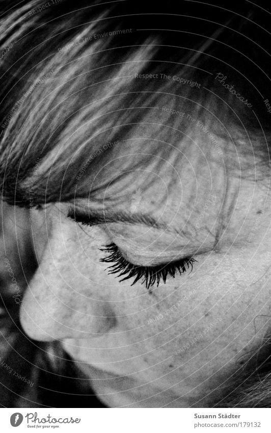 Stille Frau Jugendliche Gesicht ruhig Auge Haare & Frisuren Kopf Mund Kraft Haut blond Erwachsene Nase Lippen natürlich Partner