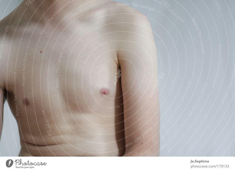 Zurückhaltung Mensch Jugendliche Erwachsene nackt Junger Mann 18-30 Jahre natürlich Haut maskulin authentisch einzigartig Körperhaltung Hautfalten Brust sanft