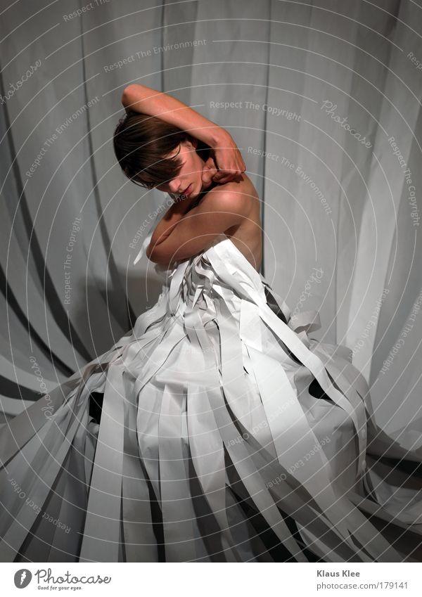 APPLAUSE: Farbfoto Schwarzweißfoto Studioaufnahme Experiment Blitzlichtaufnahme Weitwinkel Oberkörper Profil Blick nach vorn Wegsehen geschlossene Augen Mensch