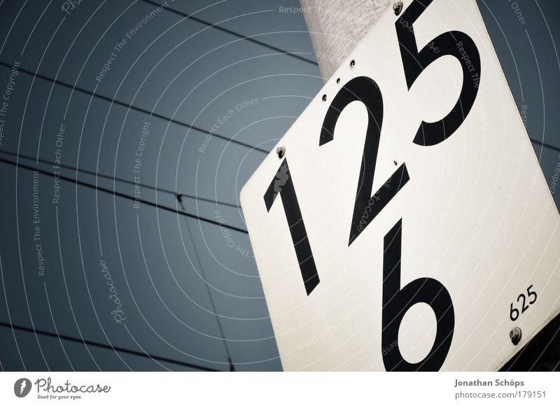 125 6 625 weiß blau schwarz Schilder & Markierungen Verkehr Eisenbahn Sicherheit Güterverkehr & Logistik Kommunizieren Ziffern & Zahlen einfach Information Verkehrswege Tafel Typographie eckig
