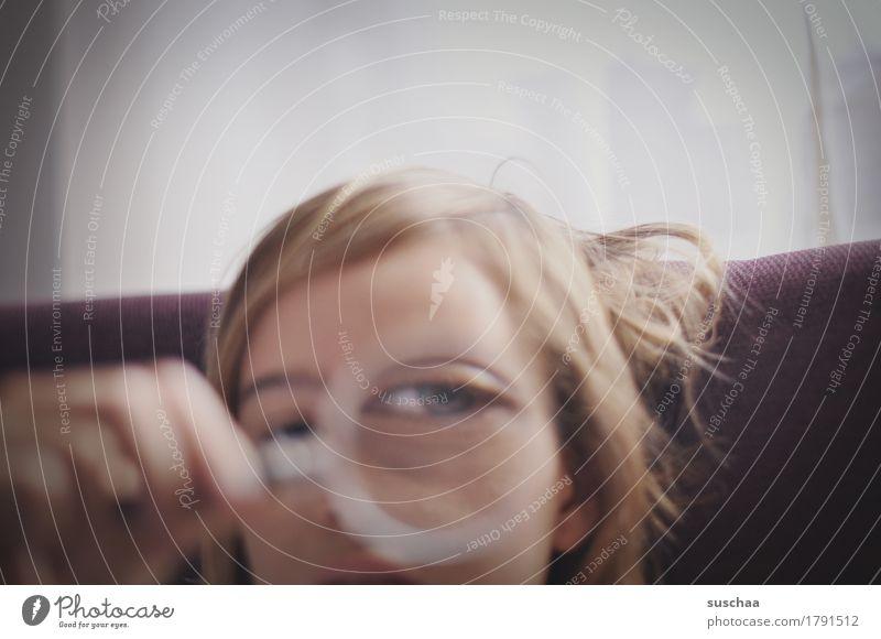 besser sehen Kopf Kind Jugendliche Junge Frau Mädchen Auge Blick Sehvermögen Schwäche vergrößert Verbesserung Glas Lupe Symbole & Metaphern Linse Optik Kindheit