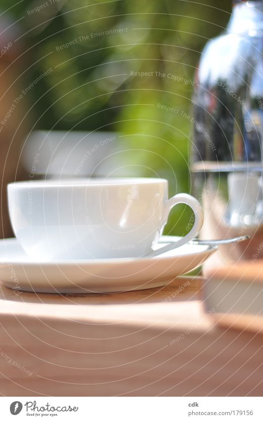 Zeit für... Farbfoto Außenaufnahme Nahaufnahme Textfreiraum oben Textfreiraum unten Tag Sonnenlicht Schwache Tiefenschärfe Lebensmittel Kaffeetrinken Getränk