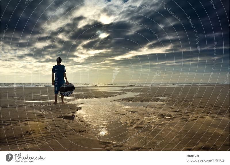 Am Ende des Sommers Mensch Himmel Jugendliche Sonne Ferien & Urlaub & Reisen Meer Strand Wolken ruhig Ferne Herbst Leben Freiheit Küste Kindheit