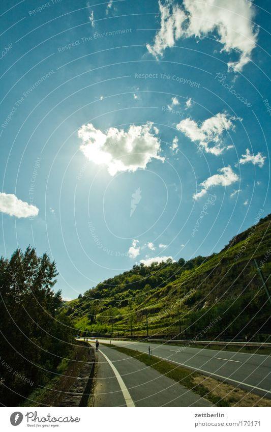 Vater Rhein Himmel Sonne Sommer Ferien & Urlaub & Reisen Wolken Straße Berge u. Gebirge Straßenverkehr Güterverkehr & Logistik Wein Hügel blau Personenverkehr