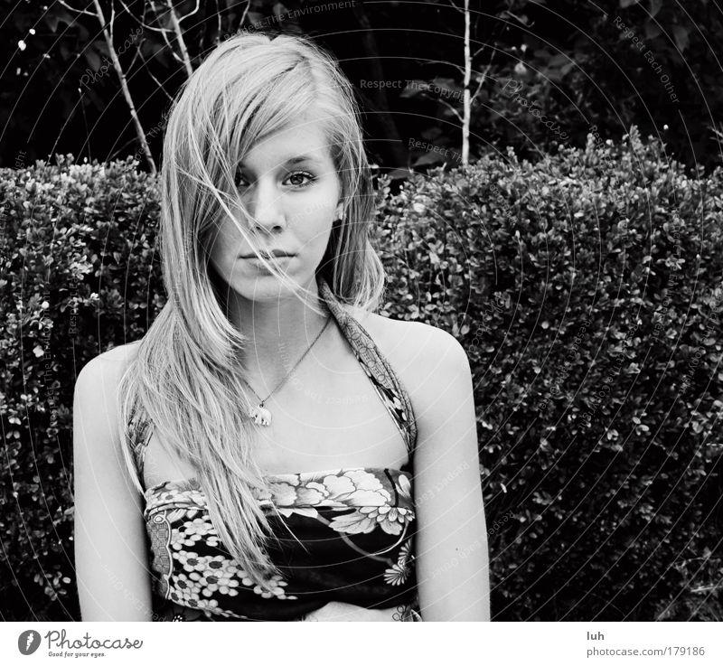 silence Jugendliche schön ruhig Gesicht feminin Leben Gefühle Stimmung elegant authentisch außergewöhnlich weich beobachten geheimnisvoll Sehnsucht Glaube