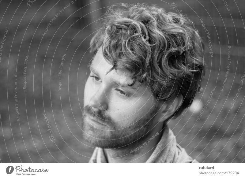 ich Schwarzweißfoto Nahaufnahme Porträt Halbprofil Gesicht Mann Erwachsene Bart ästhetisch dünn natürlich schön grau schwarz Traurigkeit Sorge Trauer Tod