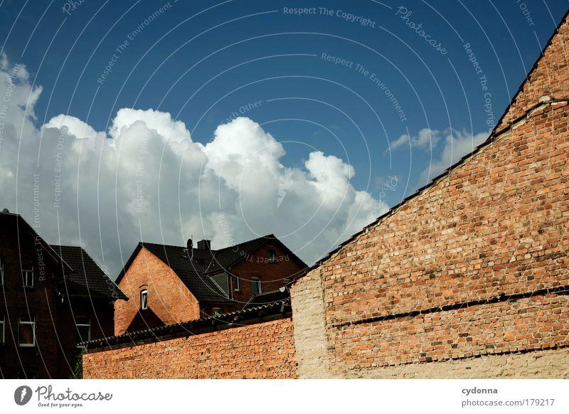 Aus Stein gebaut Farbfoto Außenaufnahme Detailaufnahme Menschenleer Textfreiraum oben Tag Licht Schatten Kontrast Sonnenlicht Zentralperspektive