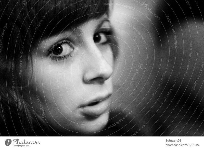 Bambi. Mensch Jugendliche schön ruhig Gesicht Auge feminin Kopf Gefühle Haare & Frisuren sitzen glänzend Porträt authentisch Lippen