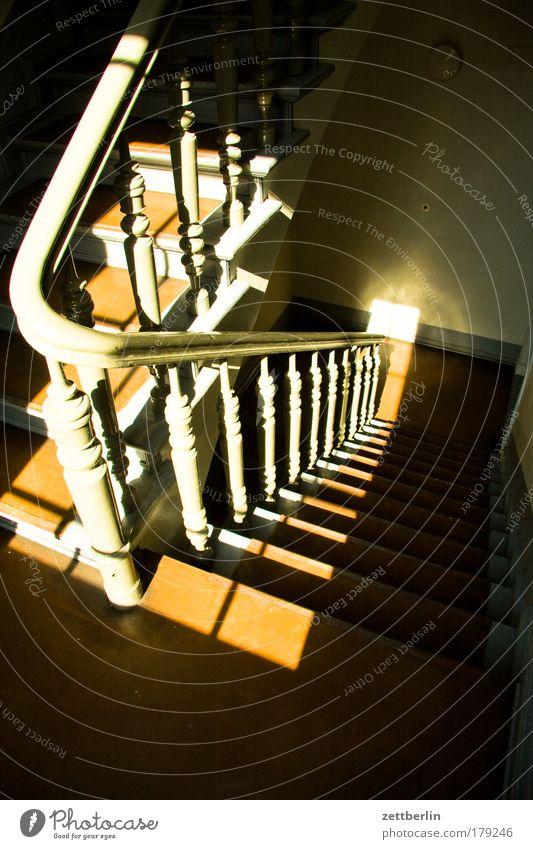Treppe (reprise) Treppengeländer Holz drechselarbeit drechseln Treppenabsatz Karriere Lebenslauf aufsteigen Abstieg Klettern aufwärts abwärts Treppenhaus Niveau
