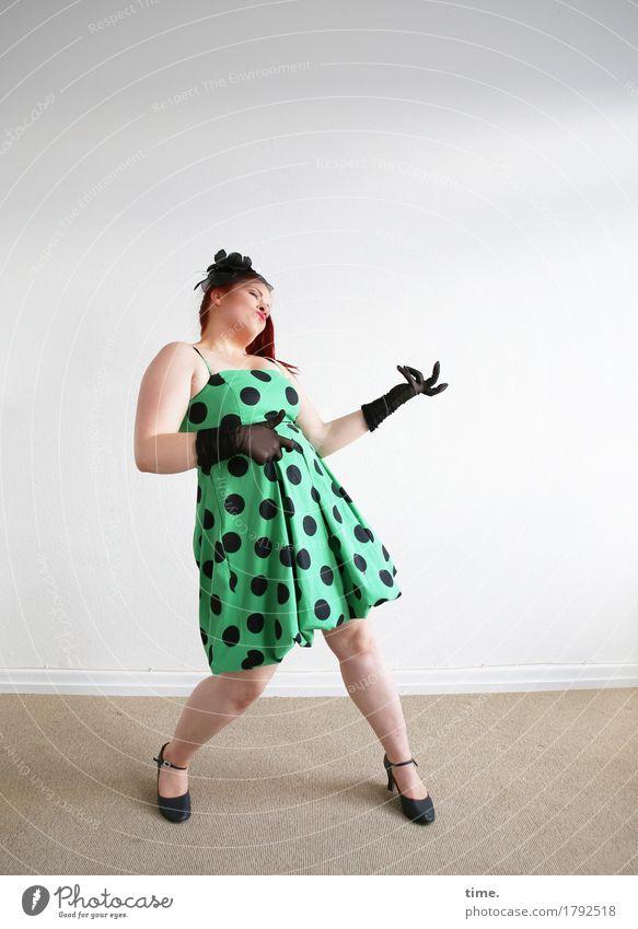 . Mensch schön Ferne Leben Bewegung feminin Spielen Glück wild Raum Kraft Kreativität verrückt genießen Tanzen Lebensfreude