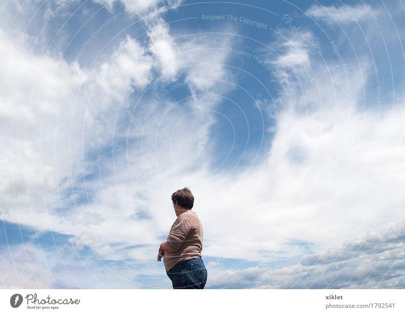 Himmel Frau Wolken blau Himmelskörper & Weltall kosmisch Mutterschaft Kraft Hälfte Körper weiß unverdorben Frühling Sonne Angebot süß Top Höhe Feld Natur rein