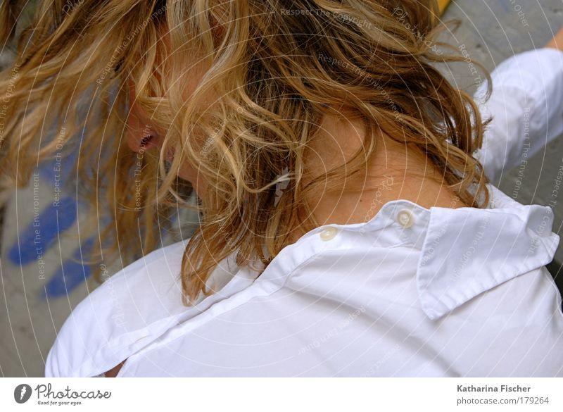 Sensual Frau Mensch weiß Erwachsene feminin Kopf Haare & Frisuren blond Haut Hemd Locken brünett leicht langhaarig