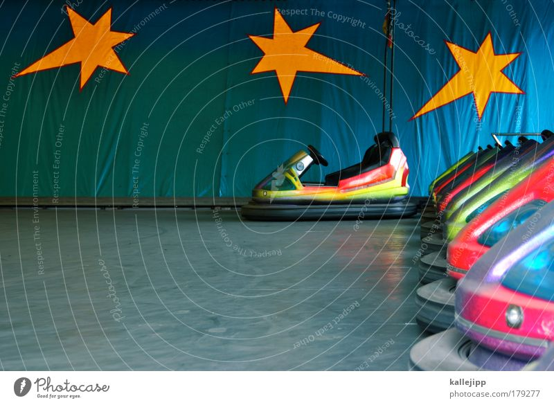 boxenstop Farbfoto mehrfarbig Innenaufnahme Detailaufnahme Menschenleer Textfreiraum unten Tag Unschärfe Totale Lifestyle Freude Freizeit & Hobby Spielen