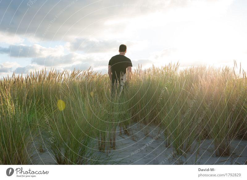 draußen in der Natur Mensch Himmel Ferien & Urlaub & Reisen Jugendliche Mann Sommer Sonne Junger Mann Landschaft Wolken ruhig Ferne Strand Erwachsene Umwelt