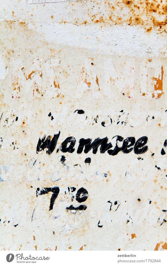 Wannsee (slight return) wegfahren Abfahrt verfallen abblättern alt Etikett Beschriftung Buchstaben Fahrplan Hinweisschild Warnhinweis Information Kommunizieren