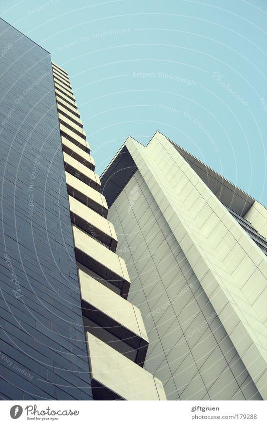 höhenrausch blau Haus Arbeit & Erwerbstätigkeit Wand Architektur Mauer Gebäude Fassade hoch Hochhaus Erfolg modern ästhetisch Zukunft Industrie