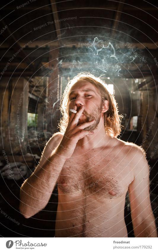 dunst Mensch Mann Jugendliche Leben nackt Haare & Frisuren dreckig Erwachsene maskulin Lifestyle Coolness Behaarung authentisch Rauchen einzigartig