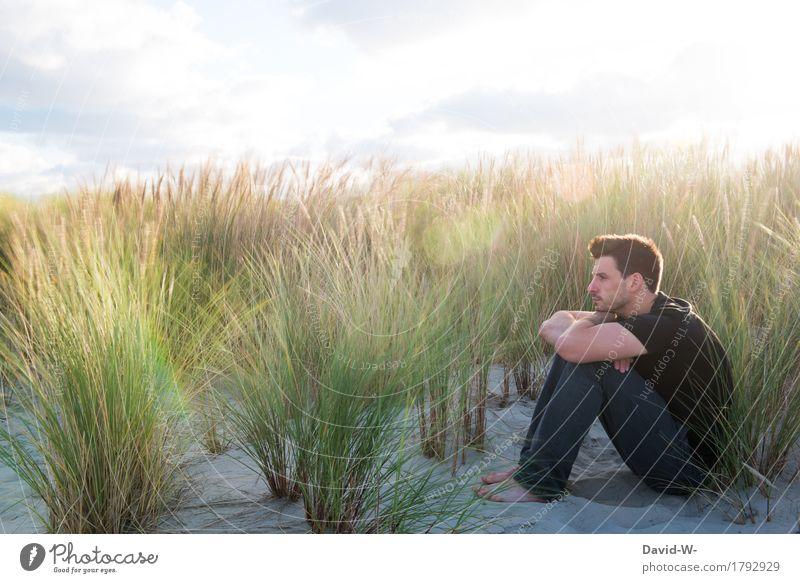 Dünen Mensch Natur Ferien & Urlaub & Reisen Jugendliche Mann Sommer Sonne Junger Mann Erholung ruhig Strand Erwachsene Umwelt Leben Herbst Freiheit