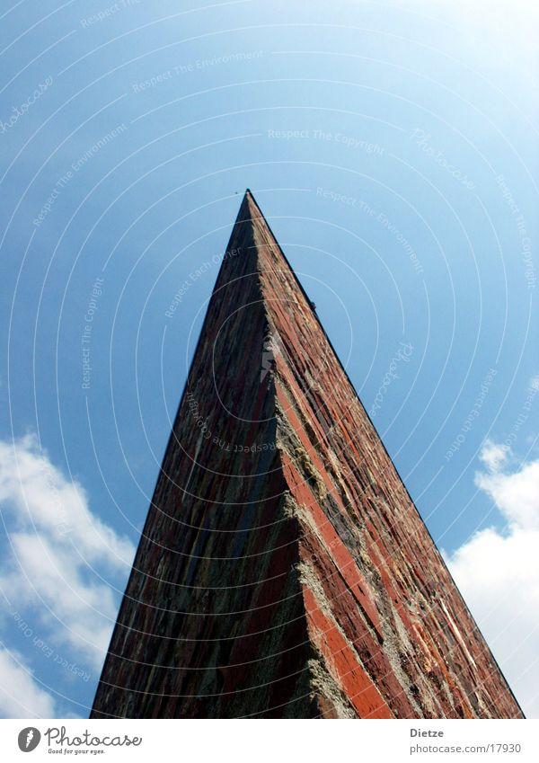 heaven-bound Backstein Wolken abstrakt Weitwinkel Architektur Himmel Spitze Pfeil Pyramide Ecke