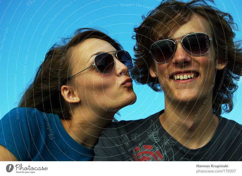 Geschwisterliebe Mensch Jugendliche Familie & Verwandtschaft blau schön Junge Frau Freude Junger Mann feminin Kopf maskulin leuchten Zufriedenheit Mann Fröhlichkeit Lächeln