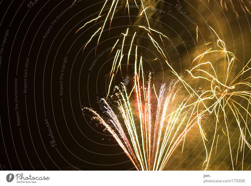 Himmelsfeuer gelb Party Stil Feste & Feiern glänzend Design Fröhlichkeit Silvester u. Neujahr Show außergewöhnlich Veranstaltung Freundlichkeit Jahrmarkt Nacht