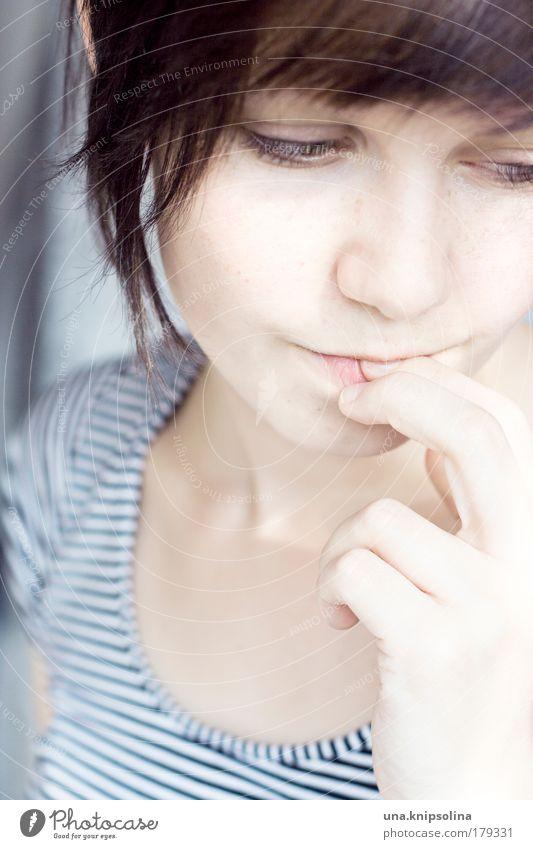 einfach so feminin Junge Frau Jugendliche Haare & Frisuren Gesicht Auge Mund Lippen Hand Finger 1 Mensch 18-30 Jahre Erwachsene brünett berühren Denken träumen