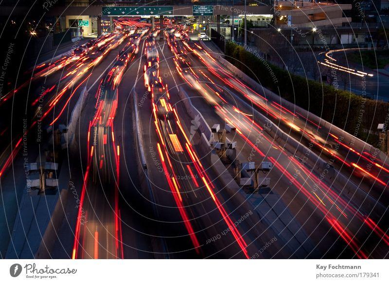 grenze Straße Langzeitbelichtung PKW KFZ Geschwindigkeit Nacht fahren Belichtung Verkehrswege Grenze Mobilität Kontrolle Licht Autofahren Verkehr Straßenverkehr