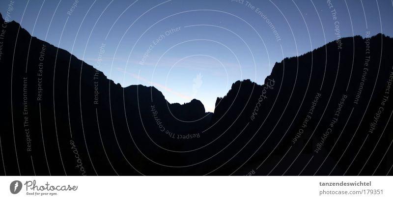 Unser Kurzurlaub ist zu Ende Himmel blau schwarz Ferne Berge u. Gebirge Landschaft Stern groß Horizont Bergkette