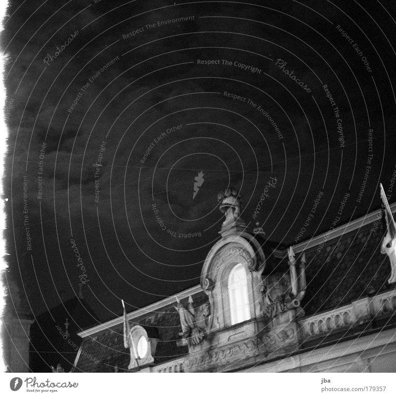 Berner Altstadt Schwarzweißfoto Außenaufnahme Menschenleer Textfreiraum oben Nacht Silhouette Tourismus Städtereise Haus Schweiz Europa Hauptstadt Architektur