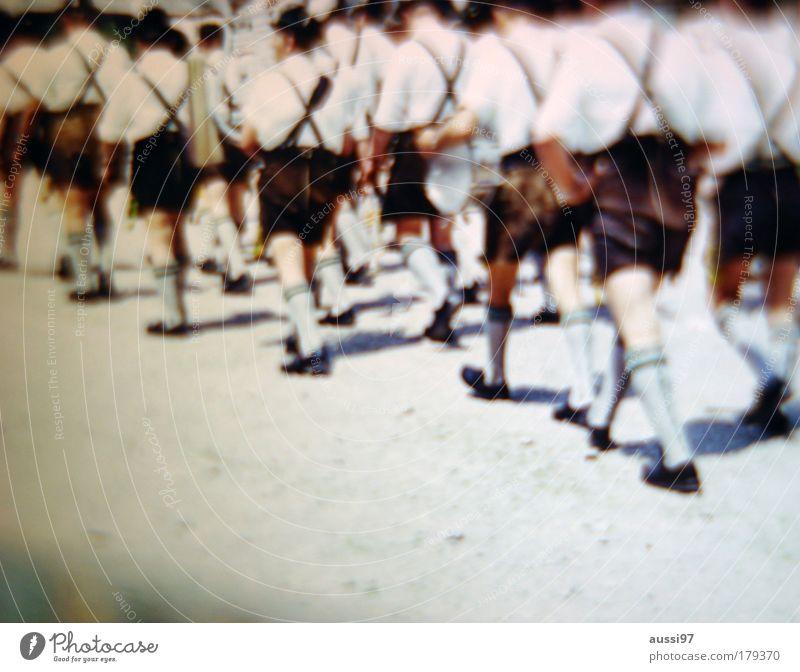 Bavaria Farbfoto Textfreiraum unten Tag Blick nach vorn Umzug (Wohnungswechsel) Oktoberfest Tradition Bayern Weißwurst München süßer Senf Krachlederne Lederhose