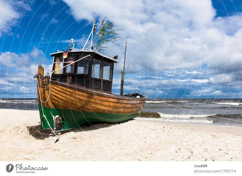 Ein Fischerboot in Ahlbeck auf der Insel Usedom Natur Ferien & Urlaub & Reisen blau Wasser Meer Landschaft Erholung Wolken Strand Küste Sand Tourismus
