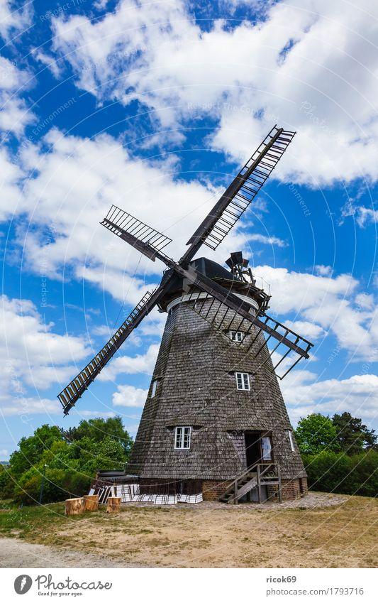 Die Windmühle in Benz auf der Insel Usedom Erholung Ferien & Urlaub & Reisen Tourismus Landwirtschaft Forstwirtschaft Wolken Baum Architektur Sehenswürdigkeit