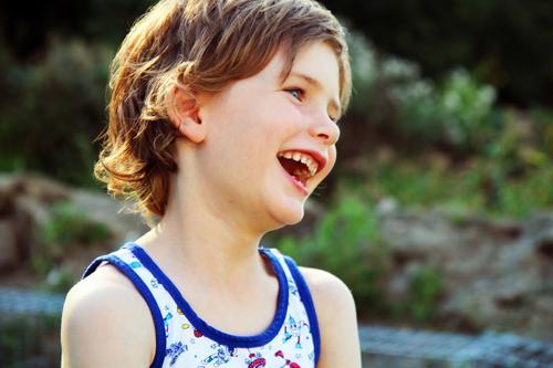 freude - der nikolaus war da;) Mensch Kind Sommer Gesicht Auge Junge Familie & Verwandtschaft Spielen lachen Glück Garten Haare & Frisuren Kopf wild Park