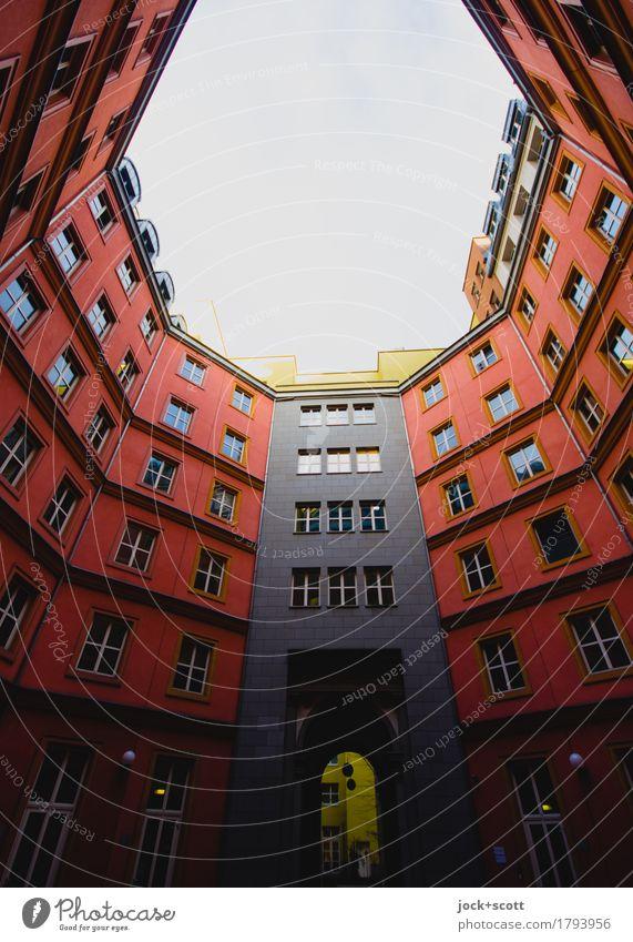 hinterher Nachhinein Hinterhof Architektur Berlin-Mitte Stadthaus Fassade außergewöhnlich hoch modern rot Einigkeit Stil Symmetrie Lichteinfall Gebäude