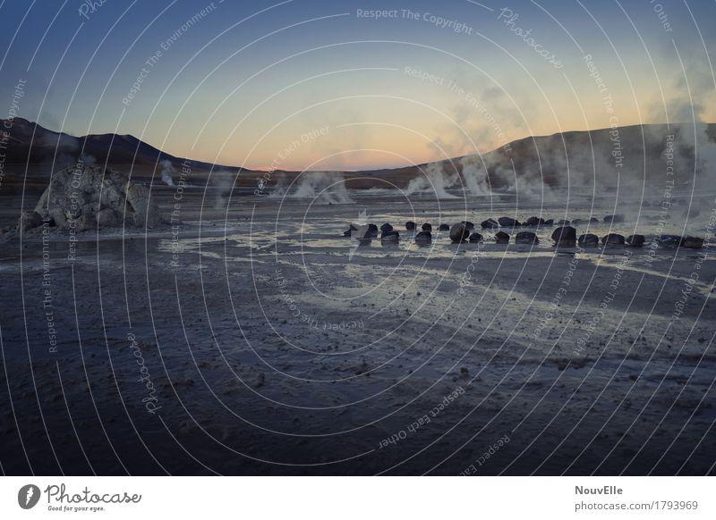 Unterwegs in Chile Geysir Quelle Morgen Stimmung dampf Rauch Stein Südamerika Reisender