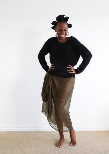 . Mensch Frau schön Erwachsene Leben Bewegung feminin lachen Haare & Frisuren Raum ästhetisch authentisch Kreativität stehen Fröhlichkeit Lächeln