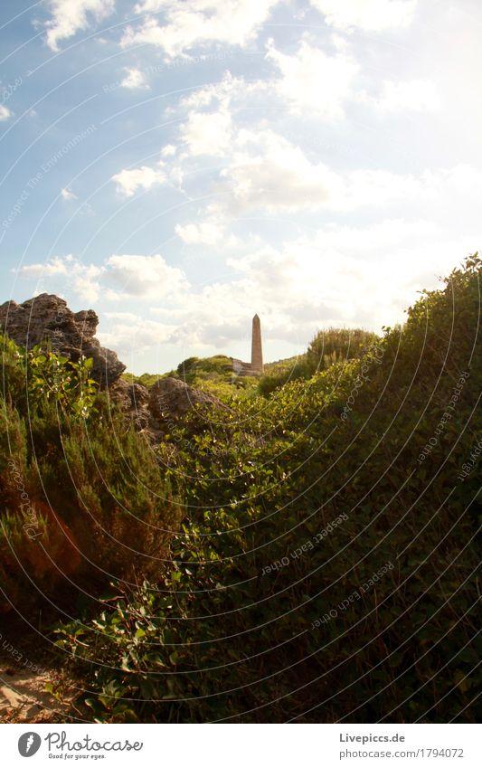 Obelisk_Mallorca Natur Himmel Sommer Schönes Wetter Pflanze Gras Sträucher blau braun grün weiß Küste Farbfoto Außenaufnahme Menschenleer Tag Schatten