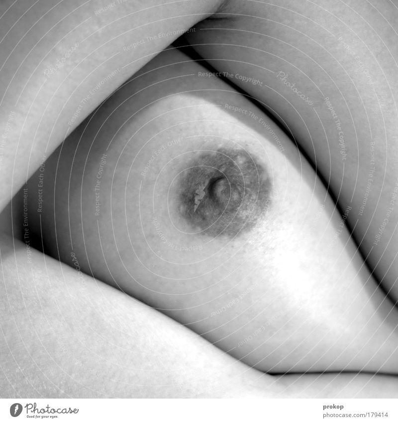 Skindeep Schwarzweißfoto Innenaufnahme Akt Zentralperspektive feminin Junge Frau Jugendliche Erwachsene Brust ästhetisch elegant Erotik Gesundheit kuschlig