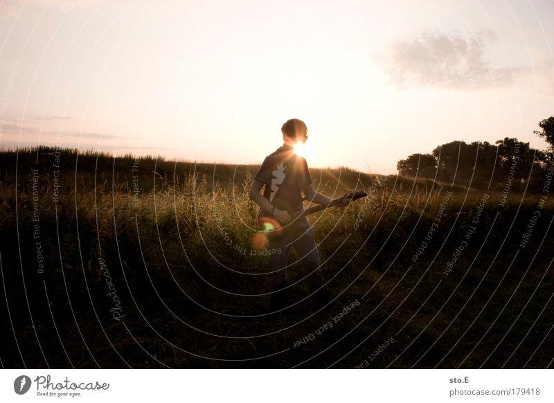 session Mensch Himmel Natur Jugendliche Sommer Freude ruhig Erholung Umwelt Landschaft Musik Kunst Zufriedenheit Freizeit & Hobby maskulin Konzert