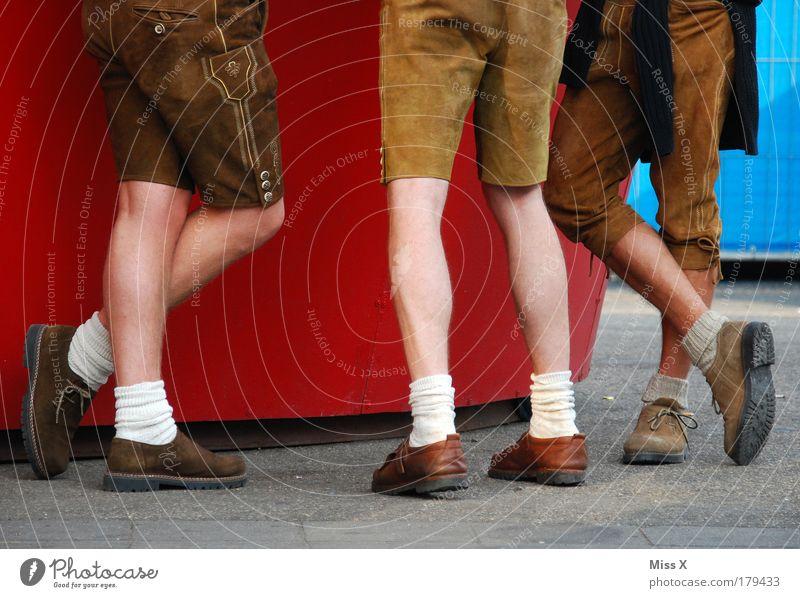 O´zapf is !!! Mensch Menschengruppe Beine Fuß lustig Freundschaft Feste & Feiern Fröhlichkeit maskulin trinken München Jahrmarkt Veranstaltung Bayern Tradition