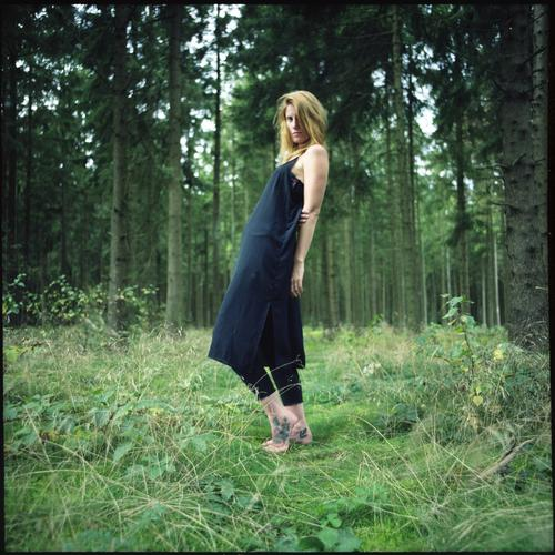 macht ne Welle! Natur Ferien & Urlaub & Reisen Jugendliche schön Junge Frau Baum Wald Leben Lifestyle außergewöhnlich Idylle ästhetisch Sträucher stehen
