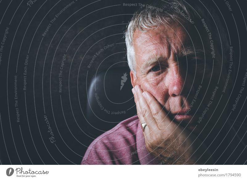 trauriger Senior Mensch Mann Erwachsene maskulin Männlicher Senior Beruf Stress Vater Großvater