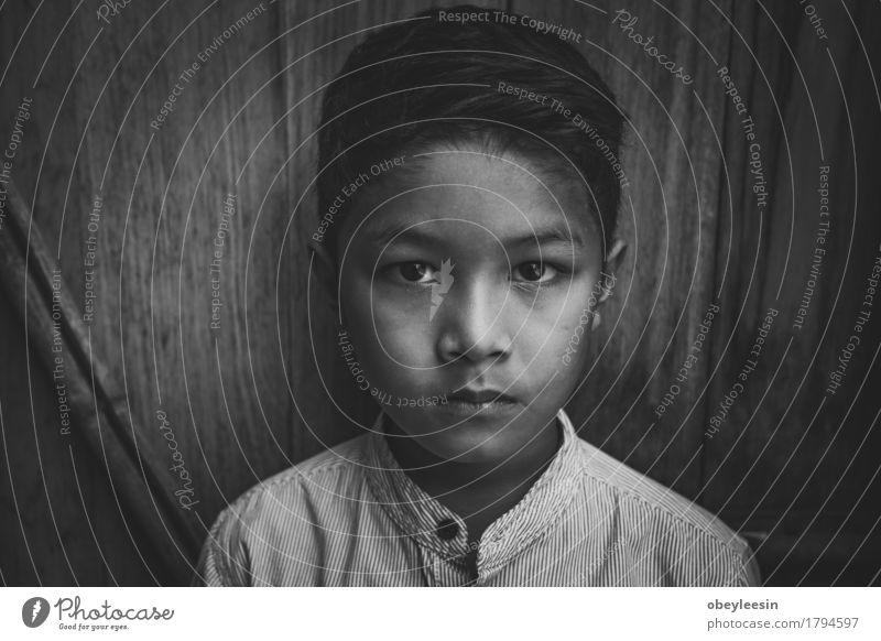 Angst und allein Gesundheit Kind Junger Mann Jugendliche Leben 1 Mensch 8-13 Jahre Kindheit Partnerschaft Bildung Schwarzweißfoto Nahaufnahme Blick