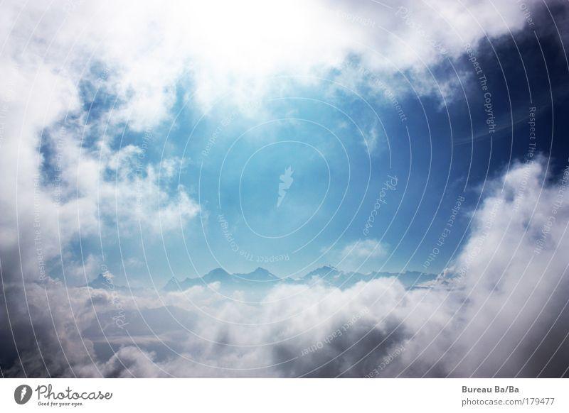 Wolkenfenster Farbfoto Außenaufnahme Berge u. Gebirge blau Schweiz Berner Oberland