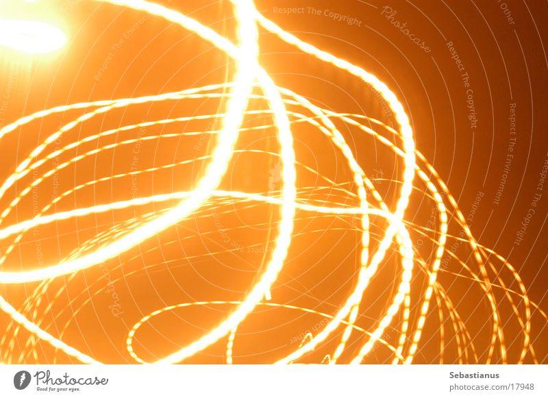 kreiselnde Straßenlaterne orange Kreis Straßenbeleuchtung