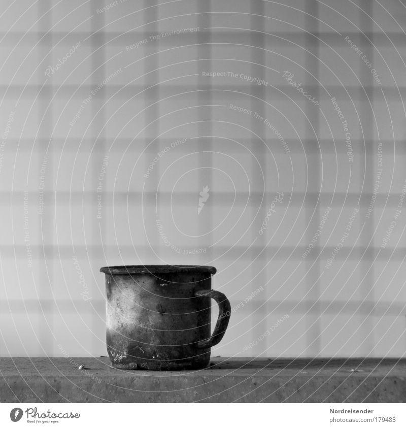 Das was bleibt Schwarzweißfoto Innenaufnahme Menschenleer Textfreiraum links Textfreiraum rechts Textfreiraum oben Hintergrund neutral Tag Licht Kontrast