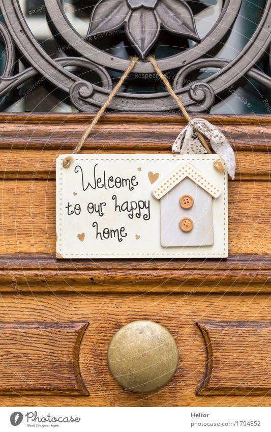 Welcome to our happy home Häusliches Leben Wohnung Haus Traumhaus Dekoration & Verzierung Holz Metall Schriftzeichen Freundlichkeit schön positiv Wärme braun