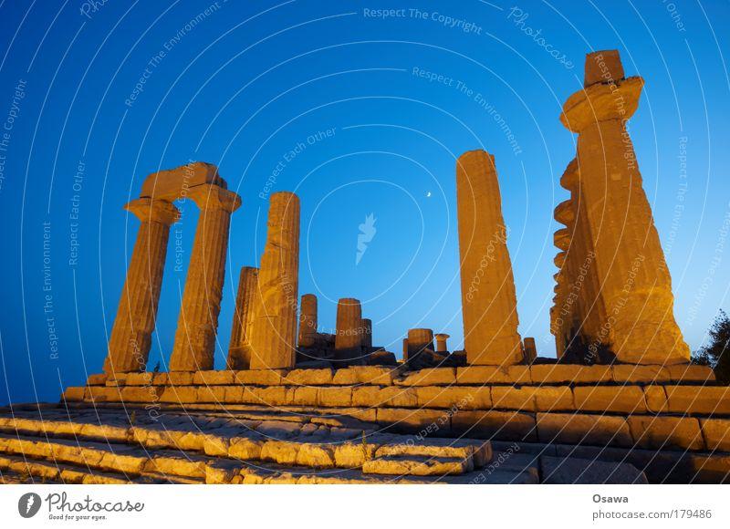 Tal der Tempel 01 Ruine antik Bauwerk Gebäude Architektur Griechenland Zerstörung Säule Italien Sizilien Agrigento Dämmerung Abend Himmel blau Querformat