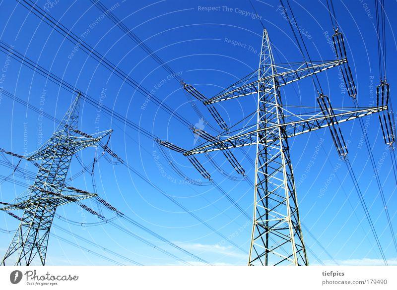 hochspannung Himmel blau Energiewirtschaft Elektrizität Zukunft Technik & Technologie Sauberkeit Schönes Wetter Strommast Blauer Himmel Hochspannungsleitung Fortschritt Industrieanlage gigantisch High-Tech Erneuerbare Energie
